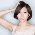 生理中の脱毛について悩む女性