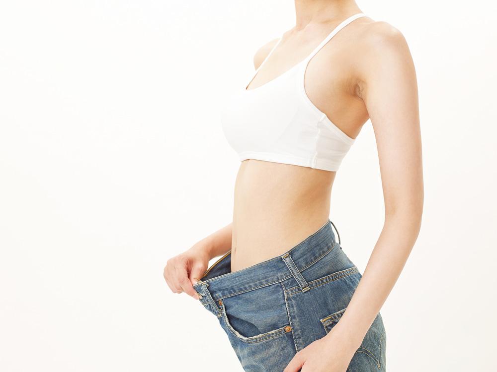 ダイエットに成功して痩せた女性