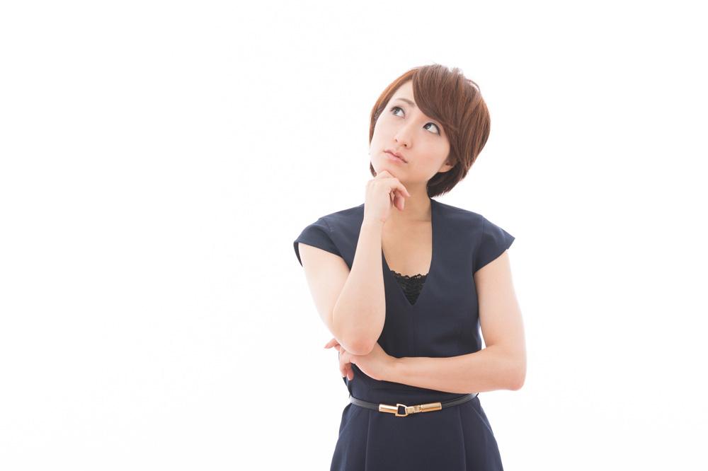 脱毛の効果について考える女性