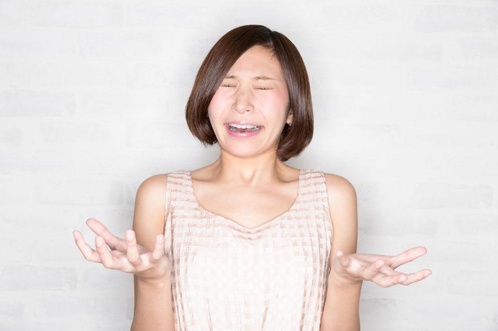 脱毛のデメリットにショックを受ける女性