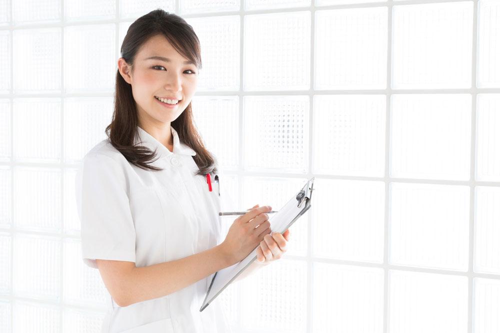 脱毛できる医療クリニックの女性スタッフ